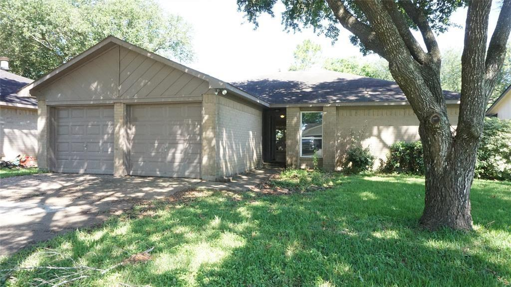 Photo for 2932 Ocean Way, League City, TX 77573 (MLS # 66367671)