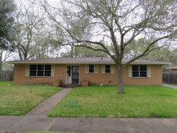 Photo of 406 Town And Country Drive, El Campo, TX 77437 (MLS # 66895554)