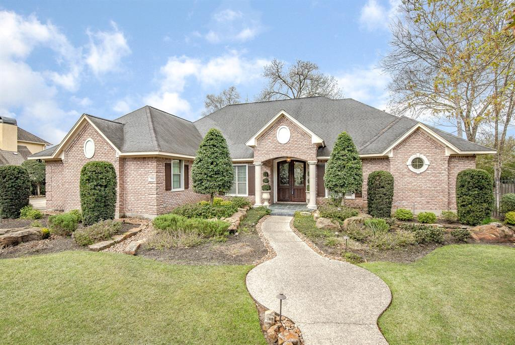 Photo for 5910 S Royal Point Drive, Kingwood, TX 77345 (MLS # 68128324)