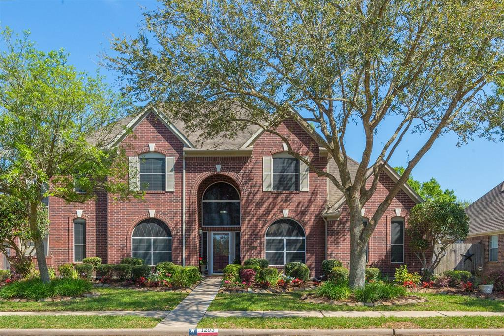 Photo for 1203 Eagle Lakes Drive, Friendswood, TX 77546 (MLS # 71356219)