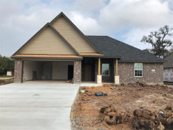 Photo of 100 Freedom, Clute, TX 77531 (MLS # 81594621)