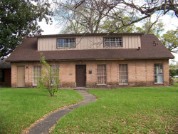 Photo of 325 Pine Street, Lake Jackson, TX 77566 (MLS # 896803)