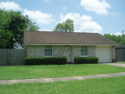 Photo of 953 S Walker Street, Angleton, TX 77515 (MLS # 89722877)