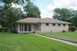 Photo of 621 Center Way Street, Lake Jackson, TX 77566 (MLS # 91048295)