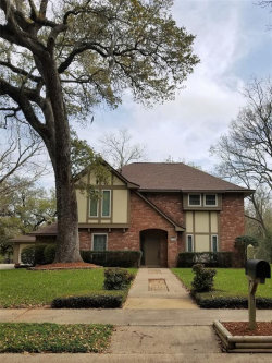 Photo of 114 Live Oak Lane, Lake Jackson, TX 77566 (MLS # 95355797)