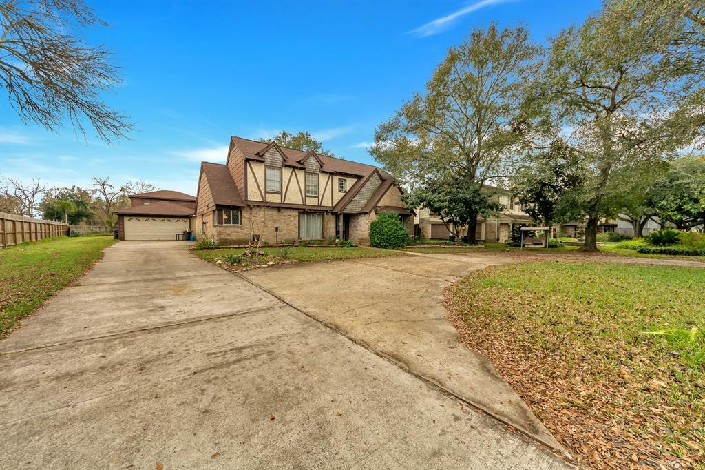 Photo for 15709 Lakeview Drive, Jersey Village, TX 77040 (MLS # 95728144)