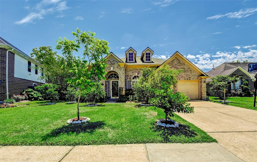 Photo for 2015 Castle Drive, League City, TX 77573 (MLS # 97899512)