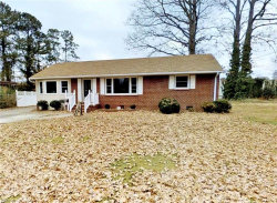 Photo of 44 Oxford Road, Newport News, VA 23606 (MLS # 10177455)