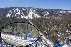 Photo of 580 Summit Boulevard, Big Bear Lake, CA 92315 (MLS # 32005334)