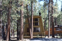 Photo of 39656 Forest Road, Big Bear Lake, CA 92315 (MLS # 3173110)