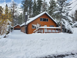 Photo of 837 Edgemoor Road, Big Bear Lake, CA 92315 (MLS # 31907620)