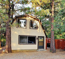 Photo of 345 Sunset Lane, Sugarloaf, CA 92386 (MLS # 32003994)