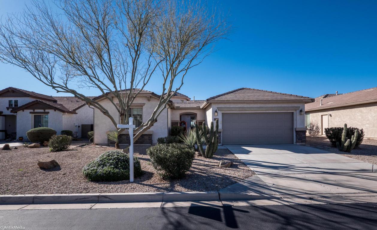 Photo for 997 W Desert Lily Drive, San Tan Valley, AZ 85143 (MLS # 5573101)