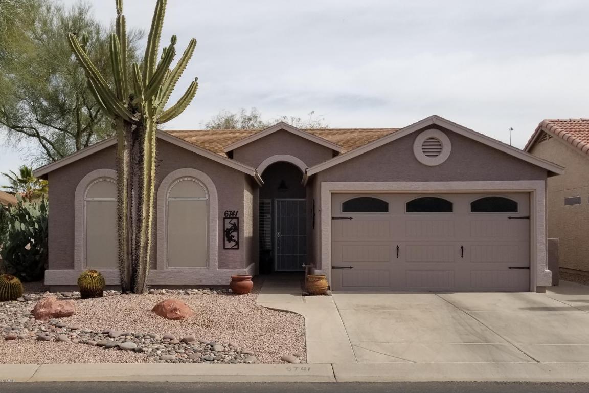 Photo for 6741 S Oakmont Drive, Chandler, AZ 85249 (MLS # 5734025)