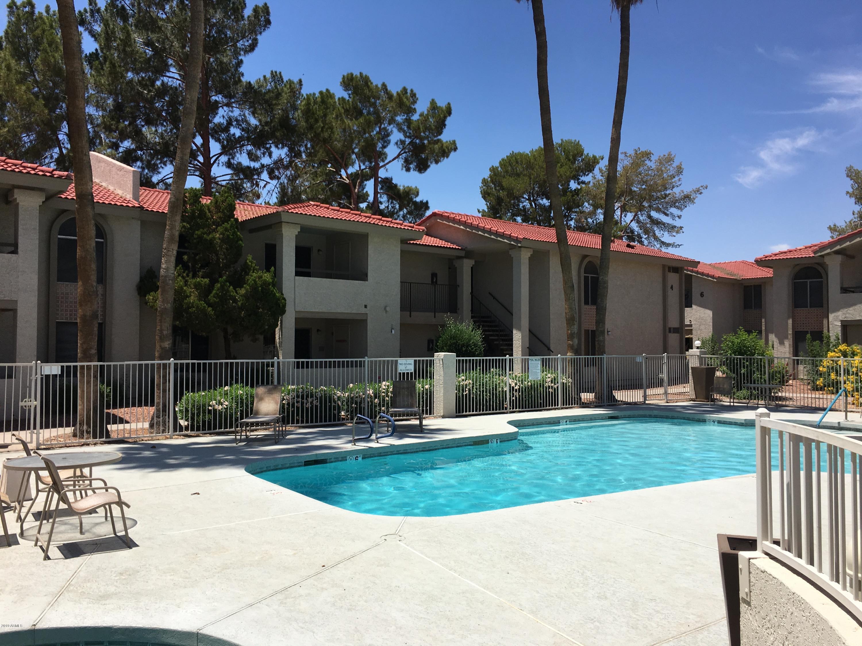Photo for 10610 S 48th Street, Unit 2069, Phoenix, AZ 85044 (MLS # 5938823)