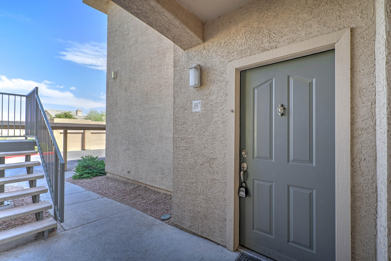 Photo for 16013 S Desert Foothills Parkway, Unit 1097, Phoenix, AZ 85048 (MLS # 5951525)