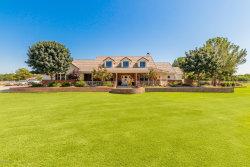 Photo of 3917 E Brooks Farm Road, Gilbert, AZ 85298 (MLS # 6138099)