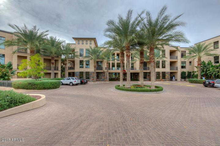 Photo for 8 Biltmore Estate, Unit 213, Phoenix, AZ 85016 (MLS # 5353929)