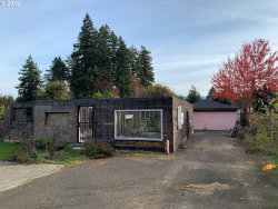 Photo of 10122 SE HOLLYWOOD AVE, Milwaukie, OR 97222 (MLS # 19284211)