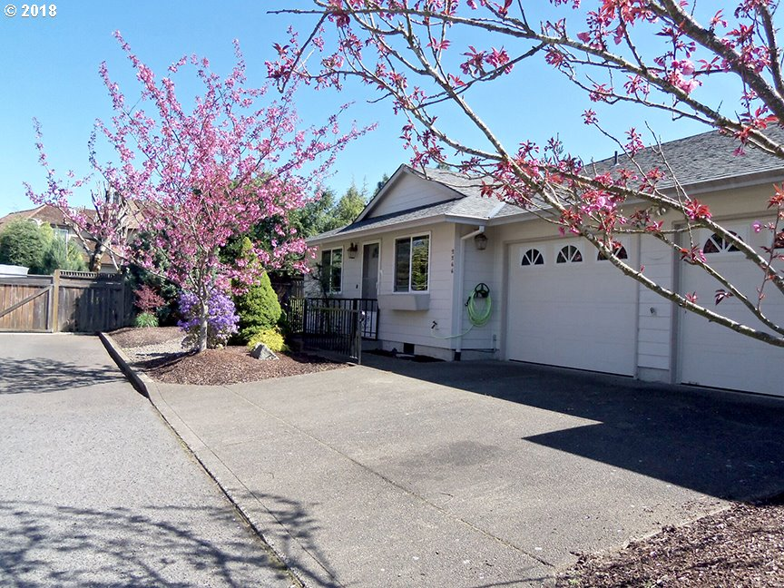 Photo for 2266 NE 162ND AVE, Portland, OR 97230 (MLS # 18117675)