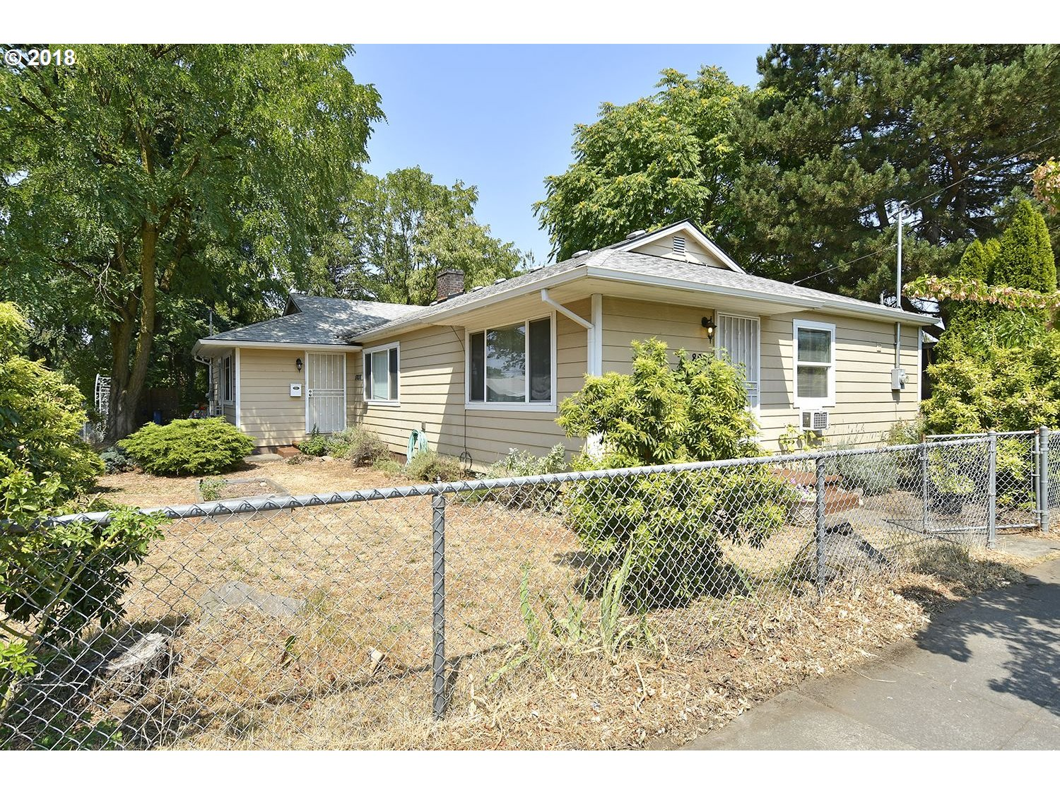 Photo for 5936 SE 80TH AVE, Portland, OR 97206 (MLS # 18181238)
