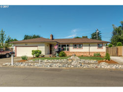 Photo of 921 SE 166TH PL, Portland, OR 97233 (MLS # 17402169)