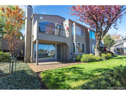 Photo of 401 N TOMAHAWK ISLAND DR, Portland, OR 97217 (MLS # 17474685)