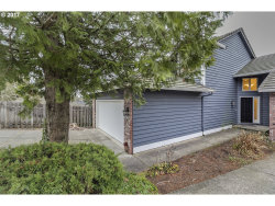 Photo of 2046 SUNRAY CIR, West Linn, OR 97068 (MLS # 17673491)