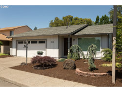 Photo of 9665 SW LAKESIDE DR, Tigard, OR 97224 (MLS # 18132001)