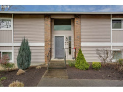 Photo of 10955 SW MEADOWBROOK DR , Unit 15, Tigard, OR 97224 (MLS # 18371611)