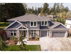 Photo of 4749 UPPER DR, Lake Oswego, OR 97035 (MLS # 18693366)