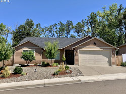 Photo of 1540 W TARRAGON DR, Roseburg, OR 97471 (MLS # 19100801)