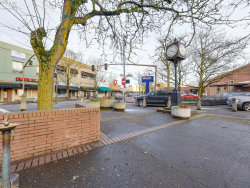 Tiny photo for 7542 N BURLINGTON AVE, Portland, OR 97203 (MLS # 19123800)