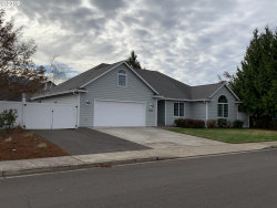 Photo of 1143 NW RIVERFRONT DR, Roseburg, OR 97471 (MLS # 19132574)