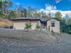 Photo of 339 GREENHILL DR, Roseburg, OR 97471 (MLS # 19147518)