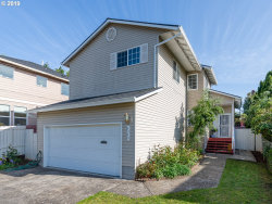Photo of 4056 SE MALL ST, Portland, OR 97202 (MLS # 19266138)
