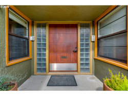 Photo of 2025 SE CARUTHERS ST, Portland, OR 97214 (MLS # 19312477)