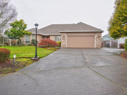 Photo of 19383 WESTWOOD DR, Oregon City, OR 97045 (MLS # 19373751)