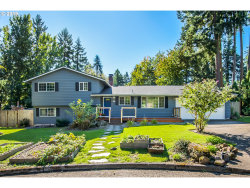 Photo of 5430 SW SILETZ CT, Lake Oswego, OR 97035 (MLS # 19505927)