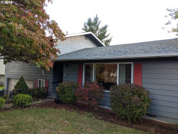 Photo of 1759 NW RIVERVIEW DR, Roseburg, OR 97471 (MLS # 19554020)