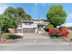 Photo of 575 RIVER HILLS DR, Springfield, OR 97477 (MLS # 20047342)