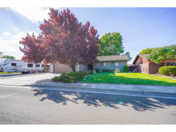 Photo of 725 W DIVISION AVE, Hermiston, OR 97838 (MLS # 20073750)