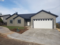 Photo of 2300 Washington PL, Cottage Grove, OR 97424 (MLS # 20131429)