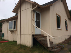 Photo of 890 DOYLE ST, Reedsport, OR 97467 (MLS # 20428446)