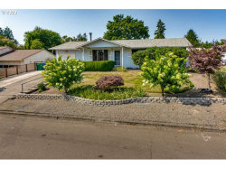 Photo of 6615 SE MADRONA DR, Milwaukie, OR 97222 (MLS # 20494847)