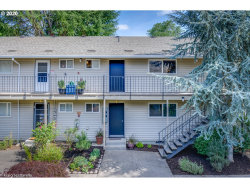 Photo of 6825 SW CAPITOL HILL RD , Unit 27, Portland, OR 97219 (MLS # 20516929)