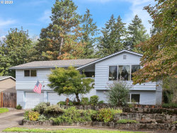 Photo of 17310 CROWNVIEW DR, Gladstone, OR 97027 (MLS # 20591964)