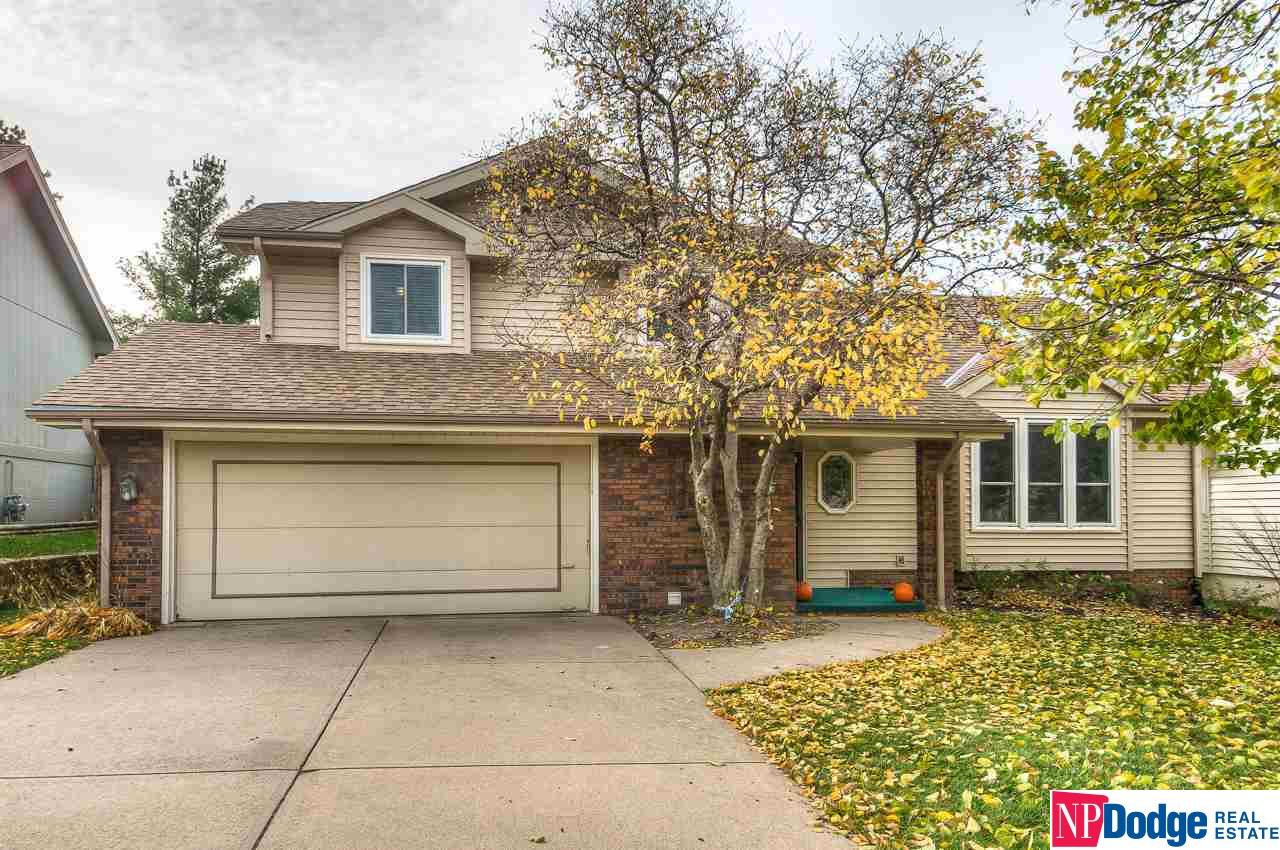 Photo for 15623 Capitol Circle, Omaha, NE 68118 (MLS # 21820016)