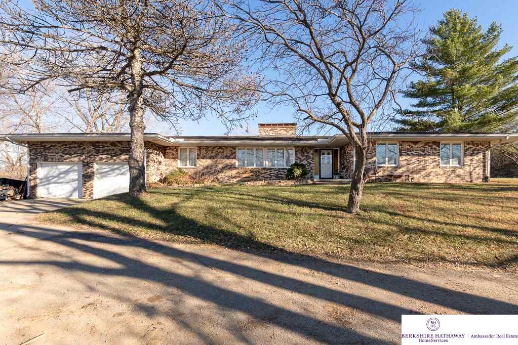 Photo for 14727 Calhoun Road, Omaha, NE 68152 (MLS # 21902116)