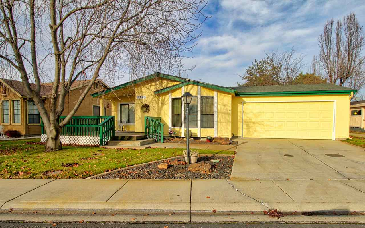 Photo for 8380 W Willowpark Dr, Garden City, ID 83714 (MLS # 98715222)